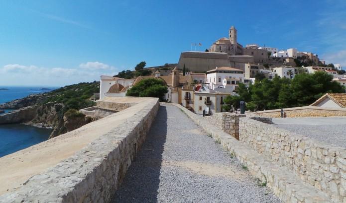 De grootste monumentale trekpleister van Ibiza is Dalt Vila